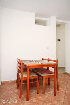 Brela, Dining room in the apartment, (pet friendly) and WiFi.