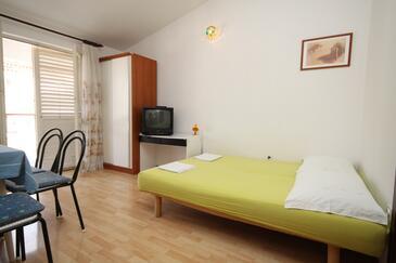 Makarska, Obývacia izba v ubytovacej jednotke apartment, dostupna klima i WIFI.