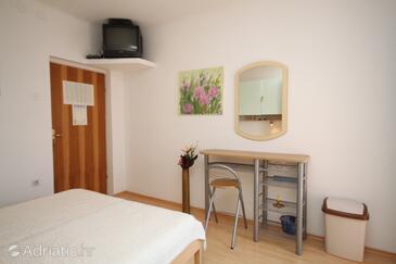Makarska, Столовая в размещении типа studio-apartment, доступный кондиционер, Домашние животные допускаются и WiFi.