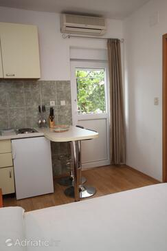 Makarska, Dining room in the studio-apartment, dopusteni kucni ljubimci i WIFI.
