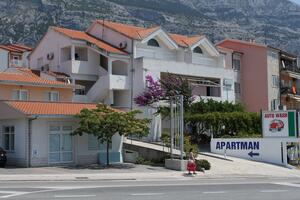 Apartments with a parking space Makarska - 6696
