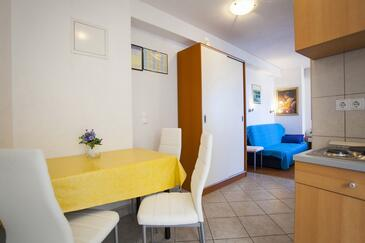 Drašnice, Jídelna v ubytování typu studio-apartment, WiFi.