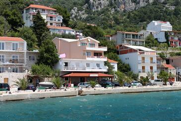 Živogošće - Porat, Makarska, Obiekt 6699 - Apartamenty przy morzu ze żwirową plażą.