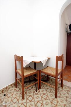 Drvenik Donja vala, Dining room in the studio-apartment, WiFi.