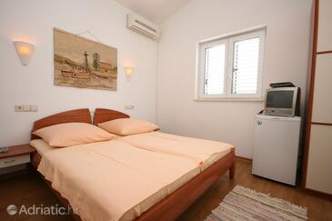 Baška Voda, Bedroom in the room, dostupna klima i WIFI.
