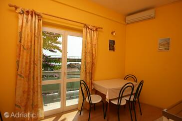 Podgora, Dining room in the apartment, dostupna klima.