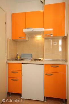 Makarska, Kitchen in the studio-apartment, WIFI.