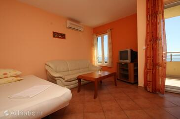 Baška Voda, Living room in the apartment, air condition available and WiFi.