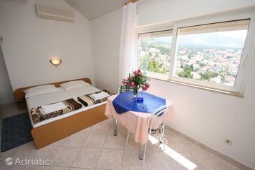 Baška Voda, Dining room in the studio-apartment, dostupna klima.