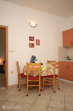 Podgora, Столовая в размещении типа apartment, доступный кондиционер, Домашние животные допускаются и WiFi.