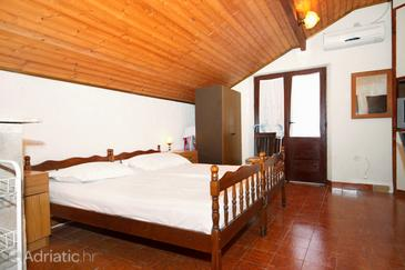 Sućuraj, Living room in the apartment, air condition available, (pet friendly) and WiFi.