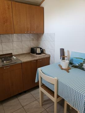 Sućuraj, Dining room in the apartment, (pet friendly) and WiFi.