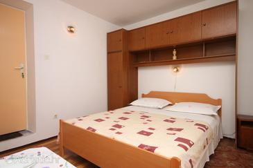 Sućuraj, Bedroom in the room, (pet friendly) and WiFi.