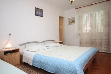 Sućuraj, Ložnice v ubytování typu room, domácí mazlíčci povoleni a WiFi.