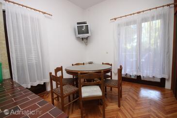 Zaostrog, Dining room in the apartment, dopusteni kucni ljubimci i WIFI.