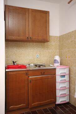 Zaostrog, Kitchen in the studio-apartment, dopusteni kucni ljubimci i WIFI.