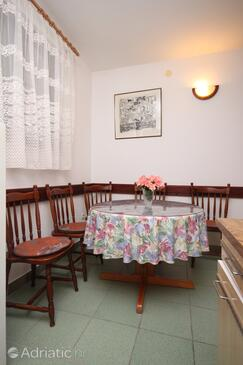 Podaca, Dining room in the apartment, dopusteni kucni ljubimci i WIFI.