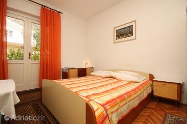 Baška Voda, Camera da letto   nell'alloggi del tipo room, condizionatore disponibile, animali domestici ammessi e WiFi.