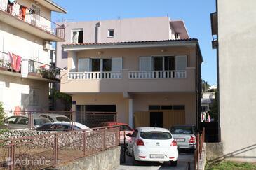 Baška Voda, Makarska, Property 6751 - Apartments with pebble beach.