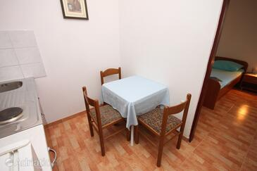 Drašnice, Dining room in the apartment.
