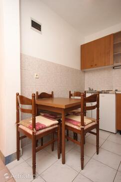 Živogošće - Blato, Dining room in the apartment, dopusteni kucni ljubimci i WIFI.