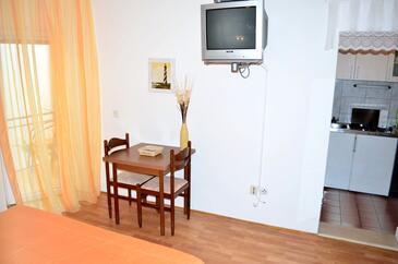 Živogošće - Blato, Dining room in the studio-apartment, dopusteni kucni ljubimci i WIFI.