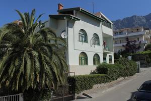 Apartments and rooms with parking space Makarska - 6759