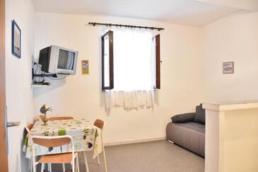 Tučepi, Blagovaonica u smještaju tipa apartment, kućni ljubimci dozvoljeni i WiFi.