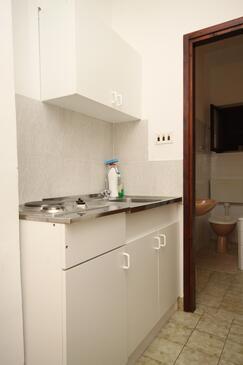 Tučepi, Kuchnia w zakwaterowaniu typu apartment, zwierzęta domowe są dozwolone i WiFi.