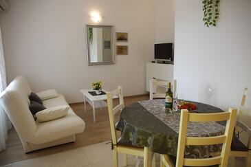Podgora, Obývacia izba v ubytovacej jednotke apartment, klimatizácia k dispozícii a WiFi.