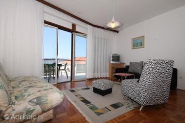 Živogošće - Blato, Sala de estar in the apartment, air condition available y WiFi.
