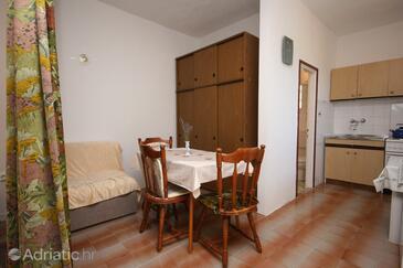 Podaca, Esszimmer in folgender Unterkunftsart studio-apartment.