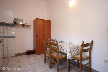 Zaostrog, Blagovaonica u smještaju tipa apartment, dostupna klima.