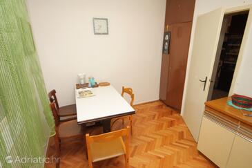 Podgora, Dining room in the apartment, dopusteni kucni ljubimci.