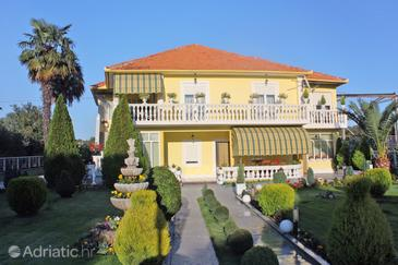 Bibinje, Zadar, Объект 681 - Апартаменты с галечным пляжем.