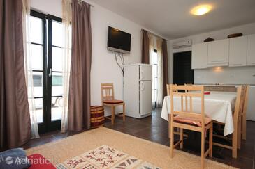 Zaostrog, Dining room in the studio-apartment, dopusteni kucni ljubimci i WIFI.