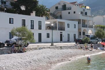 Zaostrog, Makarska, Property 6810 - Apartments near sea with pebble beach.