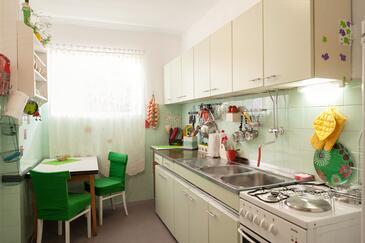 Makarska, Kuchyně v ubytování typu apartment, domácí mazlíčci povoleni a WiFi.