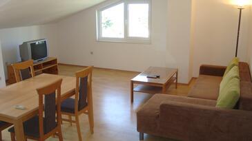 Gradac, Living room in the apartment, dostupna klima i WIFI.
