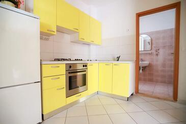 Baška Voda, Kitchen in the studio-apartment, WiFi.