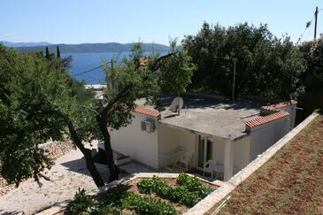 Živogošće - Porat, Makarska, Obiekt 6829 - Willa ze żwirową plażą.