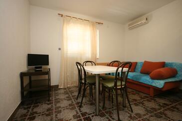 Živogošće - Porat, Jídelna v ubytování typu house, klimatizácia k dispozícii a domácí mazlíčci povoleni.