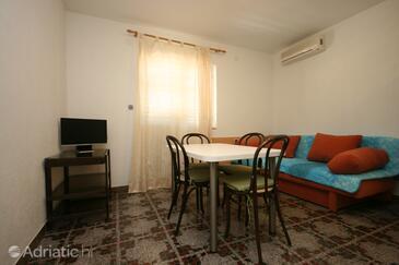 Živogošće - Porat, Dining room in the house, dostupna klima i dopusteni kucni ljubimci.
