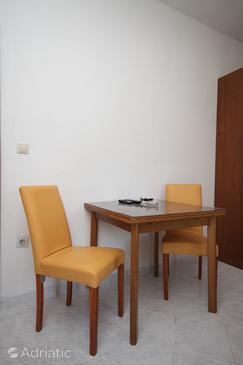 Baška Voda, Dining room in the studio-apartment, WIFI.