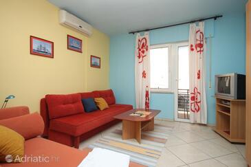 Makarska, Living room in the apartment, dostupna klima i WIFI.