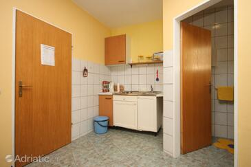 Makarska, Kitchen in the studio-apartment, WIFI.