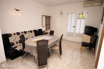 Živogošće - Mala Duba, Dining room in the apartment, dostupna klima, dopusteni kucni ljubimci i WIFI.