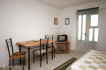 Živogošće - Mala Duba, Dining room in the studio-apartment, dopusteni kucni ljubimci i WIFI.