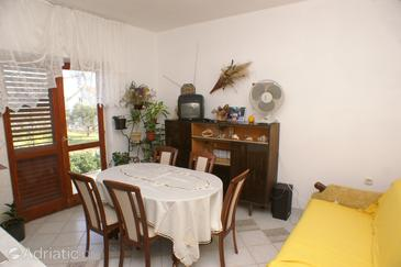 Neviđane, Dining room in the apartment, (pet friendly) and WiFi.