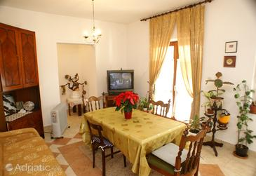 Neviđane, Comedor in the apartment, (pet friendly) y WiFi.